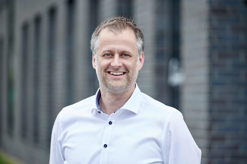 Der ehemalige Geschäftsführer eines internationalen Unternehmens ist Experte für Key Account Kundenbetreuung, Vertrieb und Marketing. Markus Fröwis blickt auf über 20 Jahre Erfahrung im B2B Vertrieb zurück.